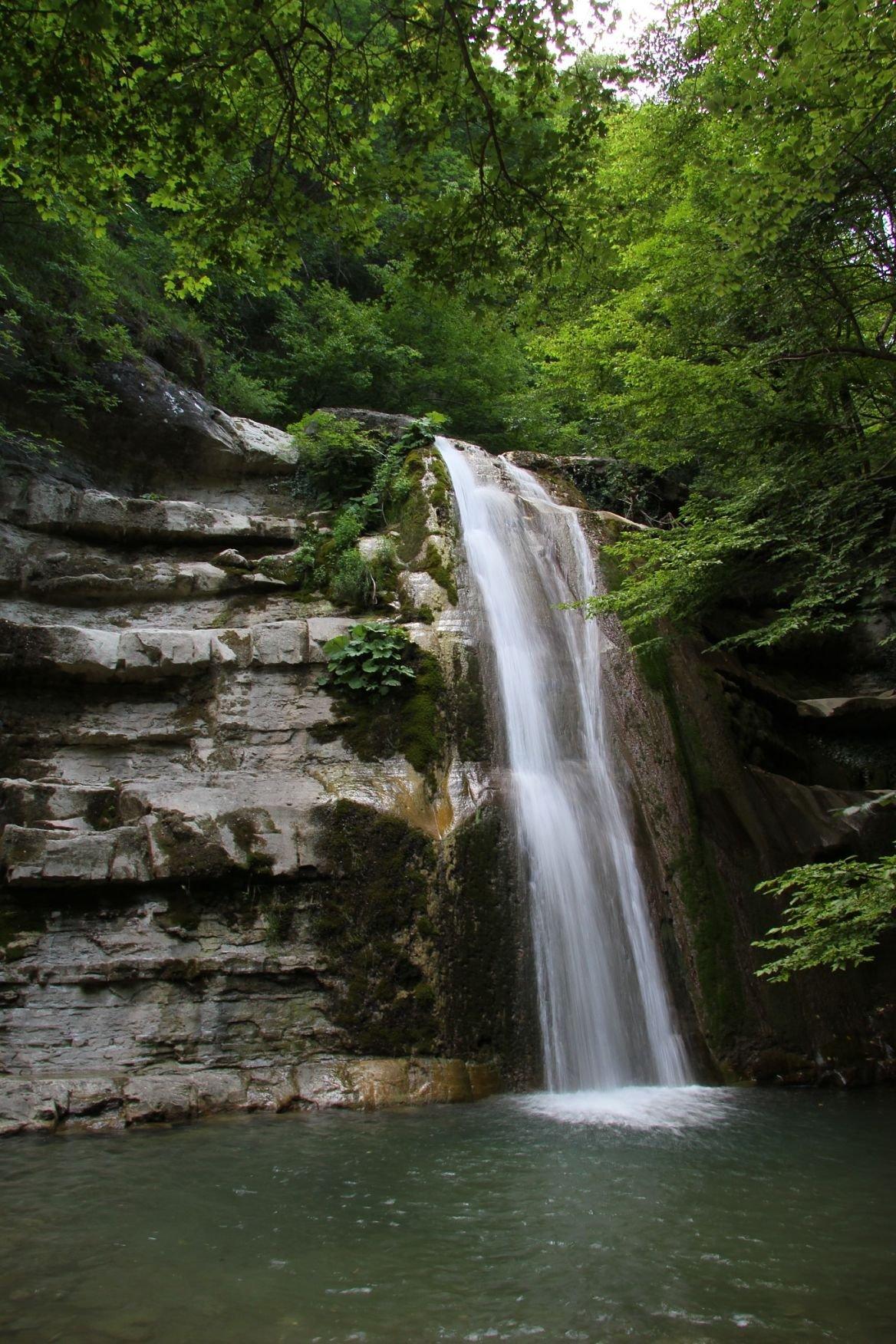 Une cascade dans le parc naturel de Casentino en Italie.