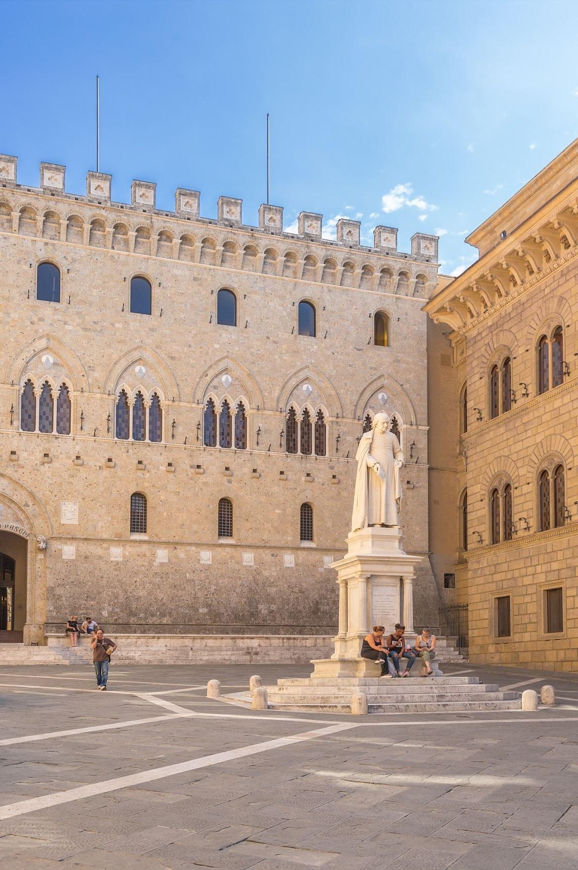 Le bâtiment de la banque Monte dei Paschi à Sienne en Italie