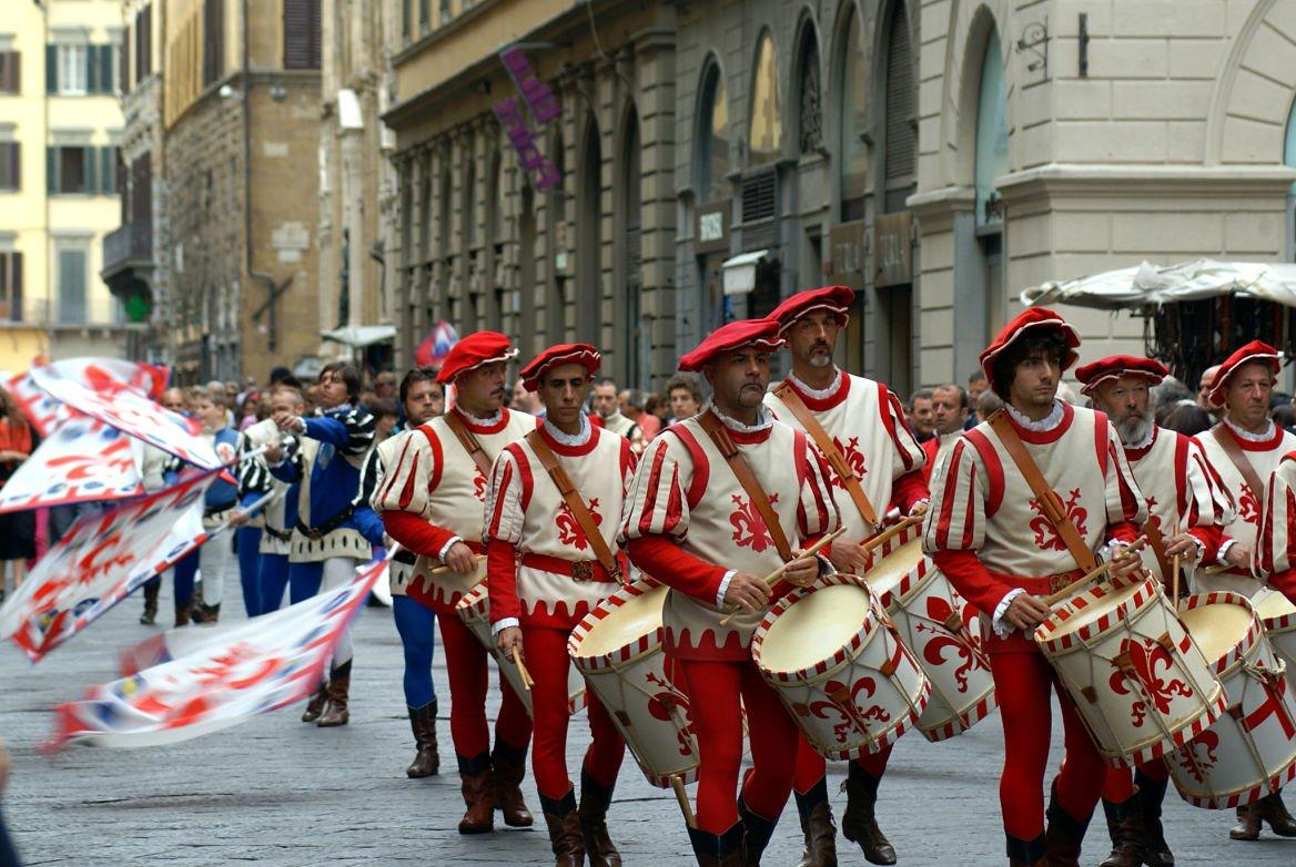 mediieval-defile-florence-italie-toscane-calcio