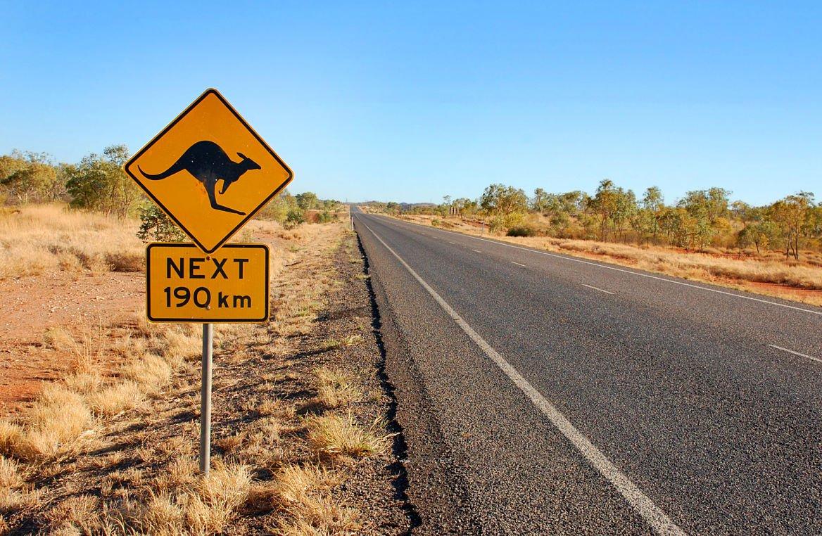 Panneau de signalisation kangourou en Australie centrale ©Jan Kratochvila