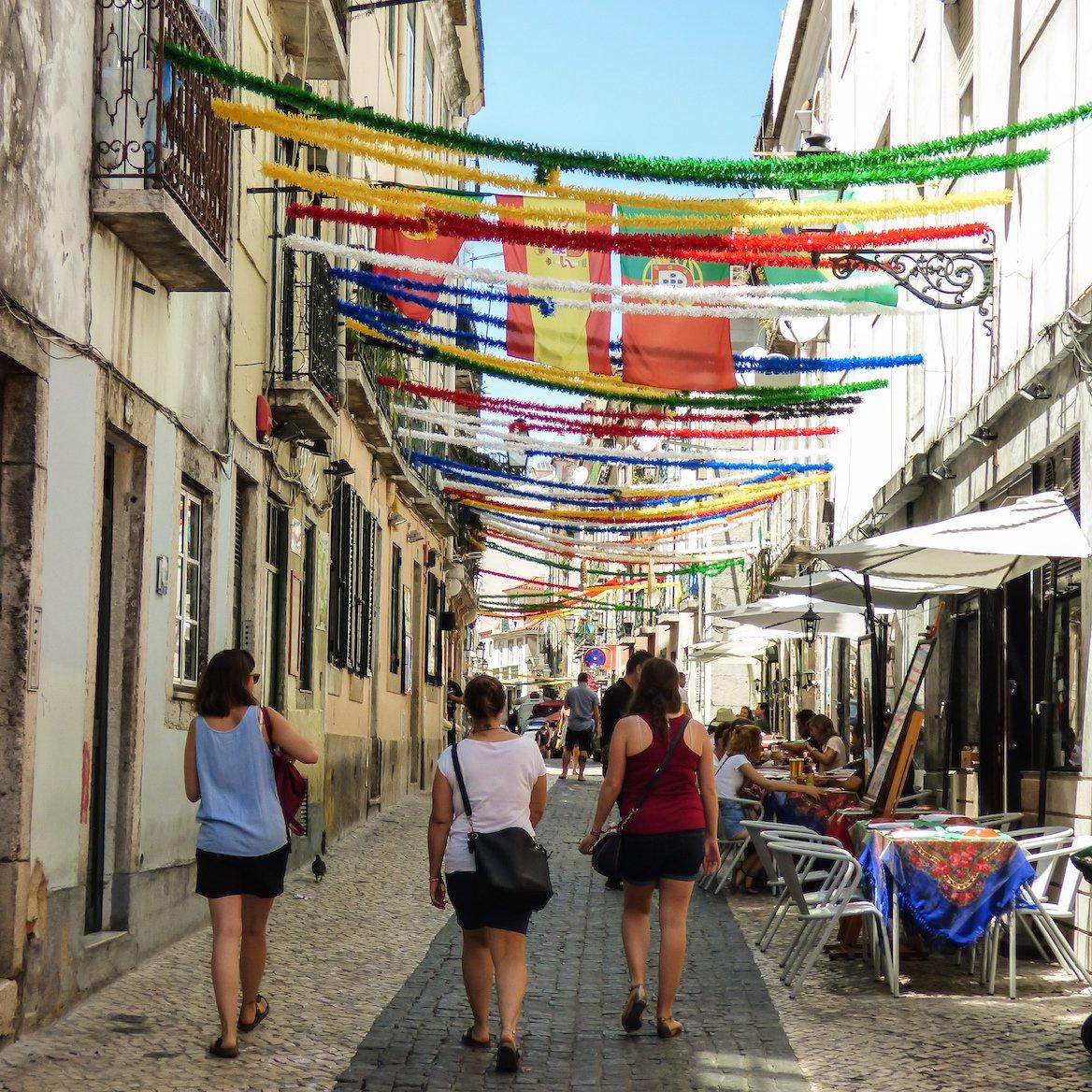 bairro-alto-rue-lisbonne-portugal