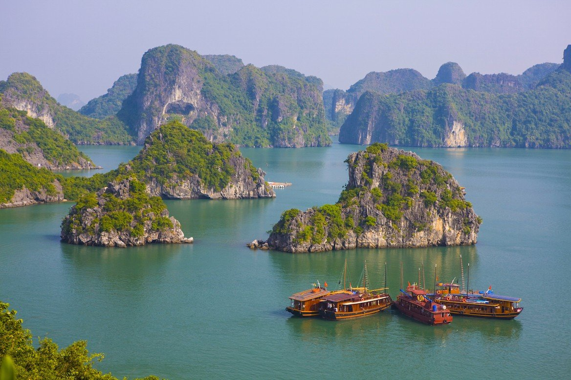 Vue sur la baie d'Halong, Vietnam ©Peter Stuckings/shutterstock