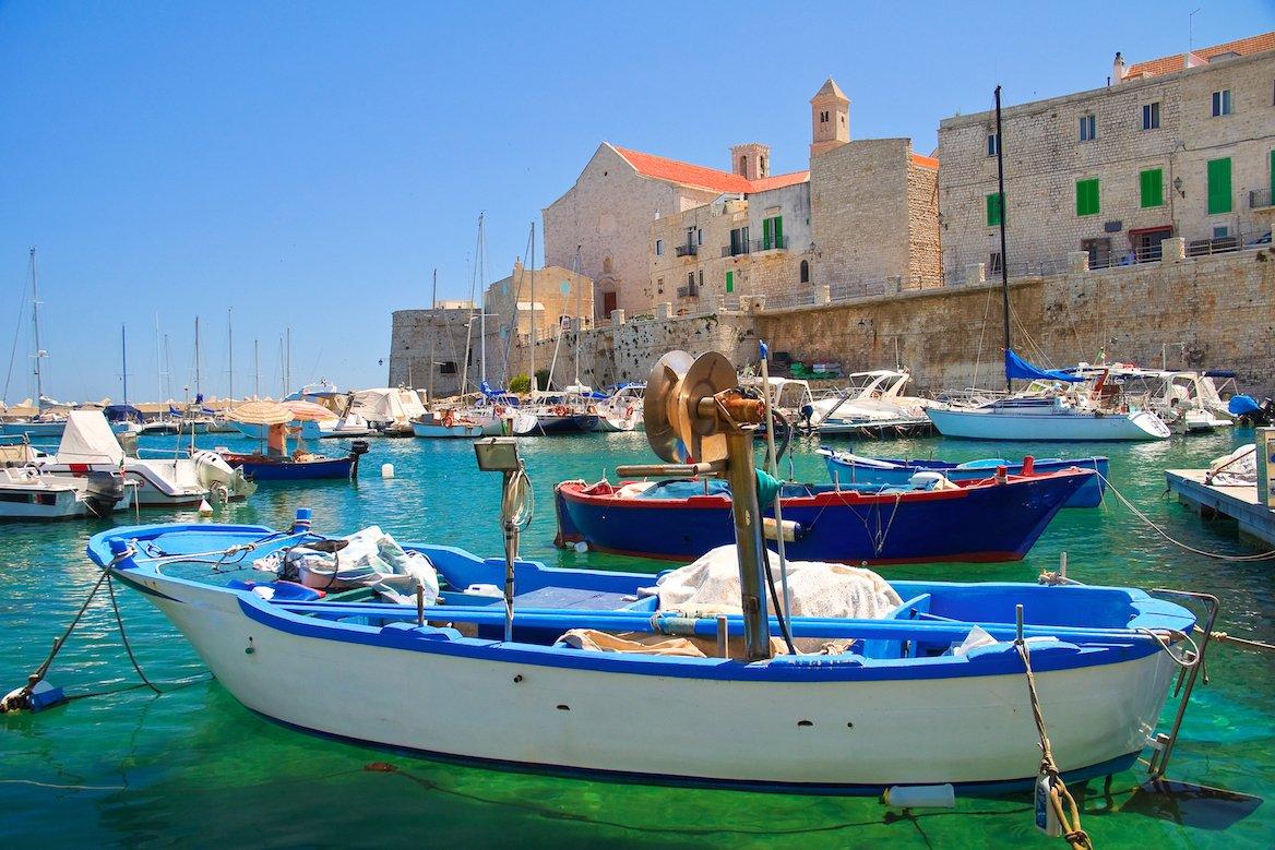 Pouilles activités, Petit port de Giovinazzo, région des Pouilles, Italie ©Mi.Ti./Shutterstock