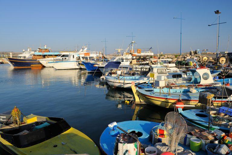 bateaux pêche port Ayia Napa Chypre