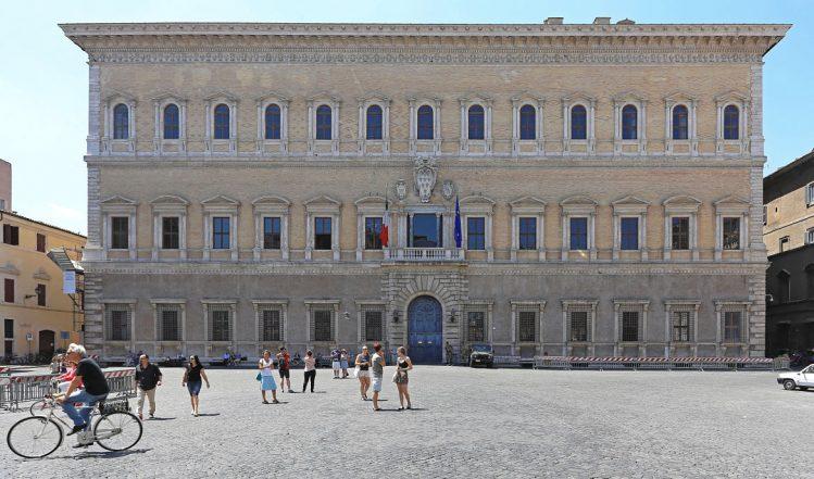 Palais Farnèse, Rome ©Baloncici/Shutterstock