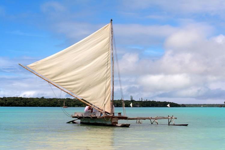 Pirogue, Ile des Pins, Nouvelle Calédonie. Activité pirogue.