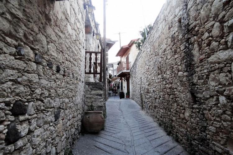 Une ruelle à Omodos, Chypre, Troodos