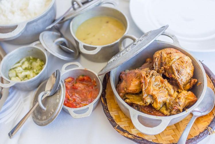 Cuisiner un cari poulet: une activité à La Réunion