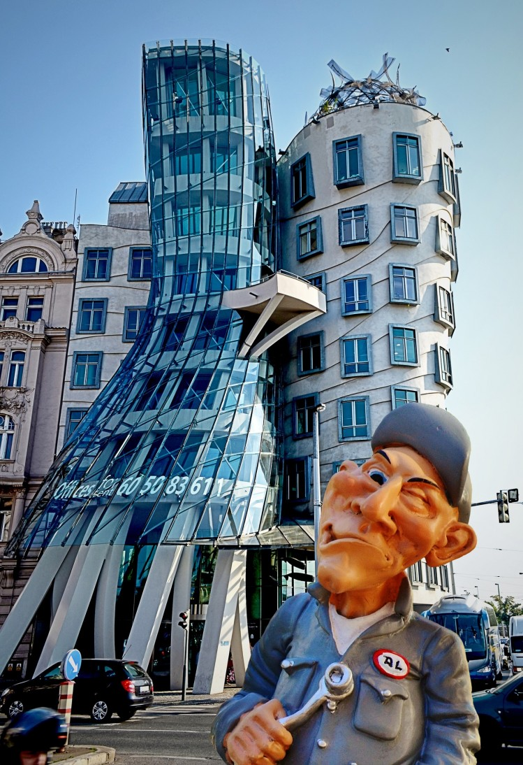 prague the dancing house weekend mai