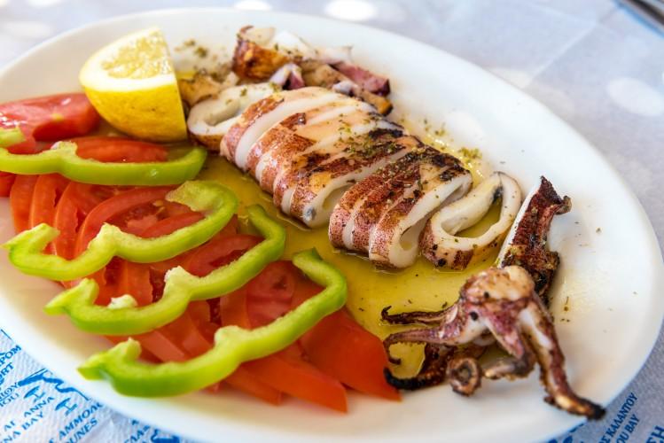 cyclades îles activités cuisine calamar