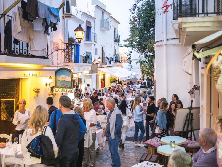 îles Baléares Ibiza rue restaurants