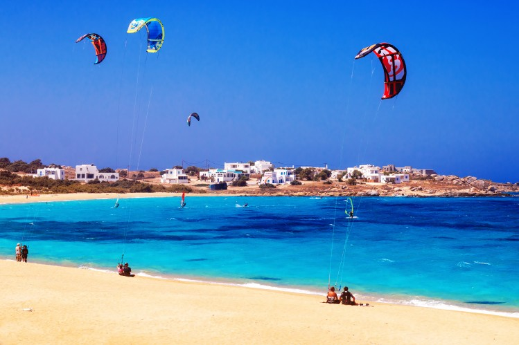 Cyclades plage naxos surf activités
