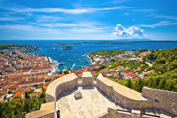 croatie randonnees hvar panorama ville rempart