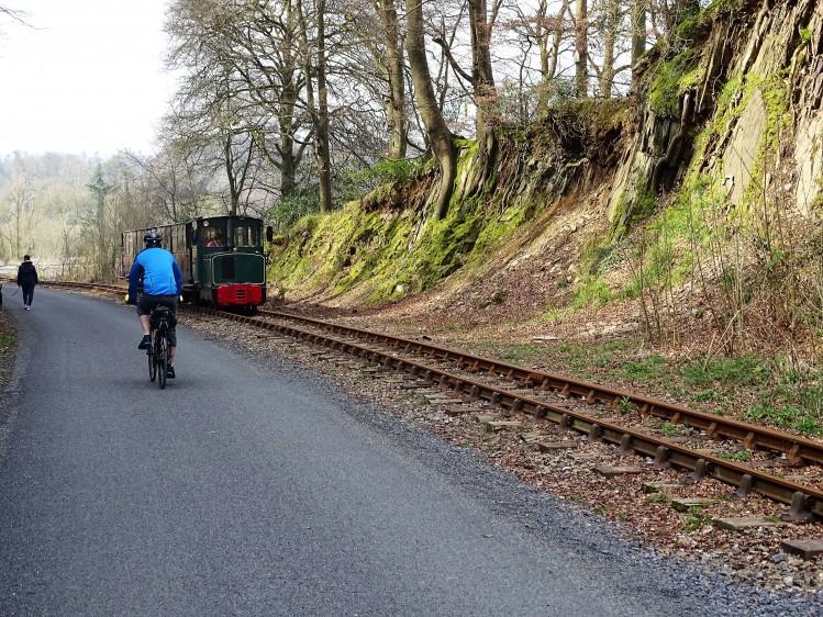 irlande velo balade train vintage cyclistes