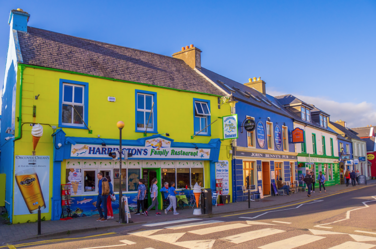 Irlande Dingle village tops maisons colorees