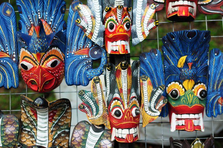 masques en bois sri lanka