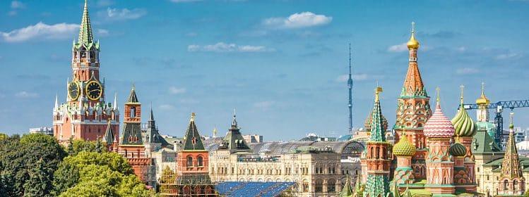 Kremlin et Cathédrale de Saint-Basile-le-Bienheureux sur la place Rouge, incontournable de Moscou ©scaliger