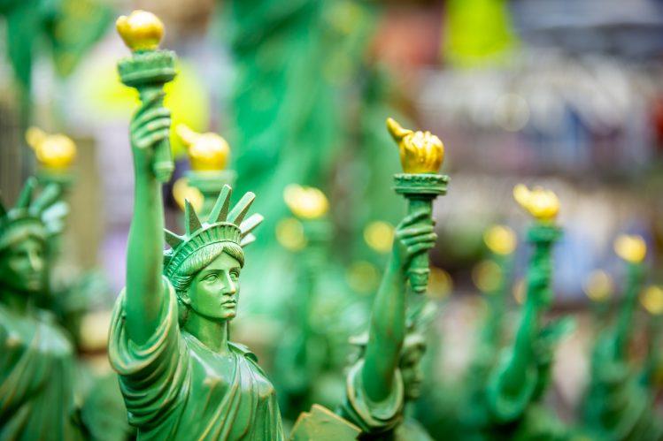 new york souvenir rapporter statue liberte