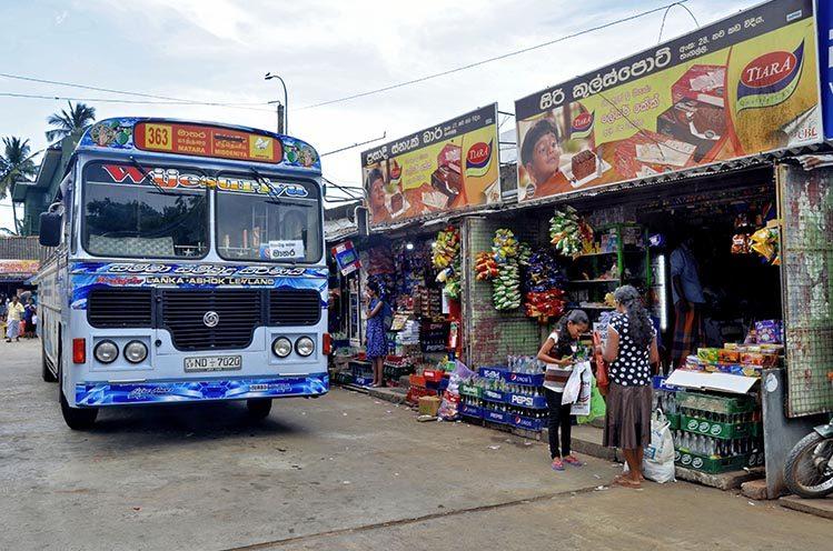 arrêt de bus Tangalle Sri Lanka avant de partir