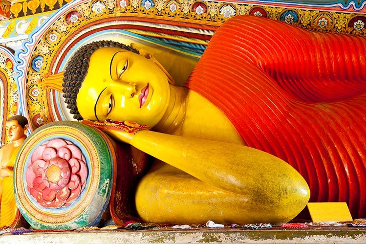 Bouddha incliné Anuradhapura Sri Lanka avan de partir