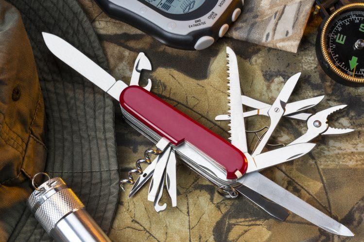 couteau suisse, valise, voyage