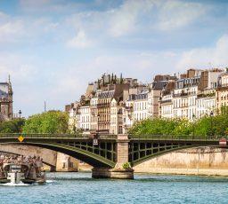 Hommage: la petite histoire de Notre-Dame de Paris