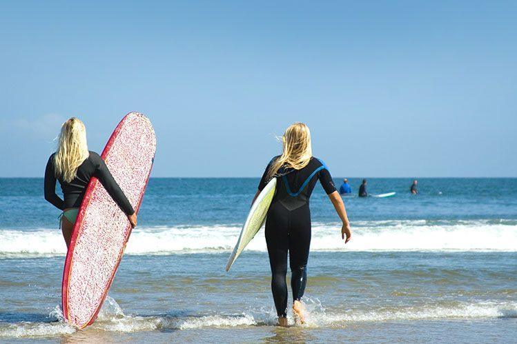 surfer Malibu surf activités Californie