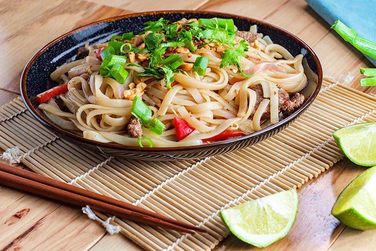 Phat thai boeuf spécialités culinaires Thaïlande