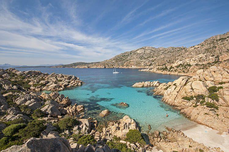 Plage de Cala Coticcio île de Caprera Sardaigne randonnee