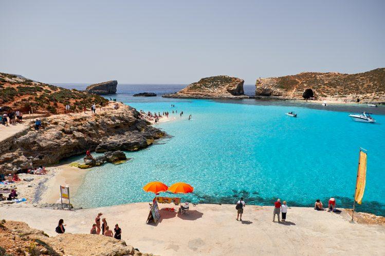 blue lagoon comono malte plage