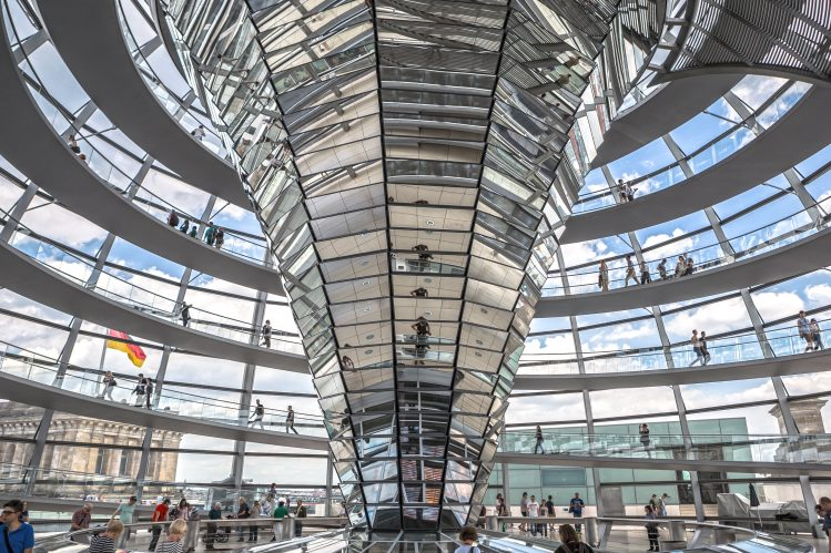 reichstag coupole berlin pluie