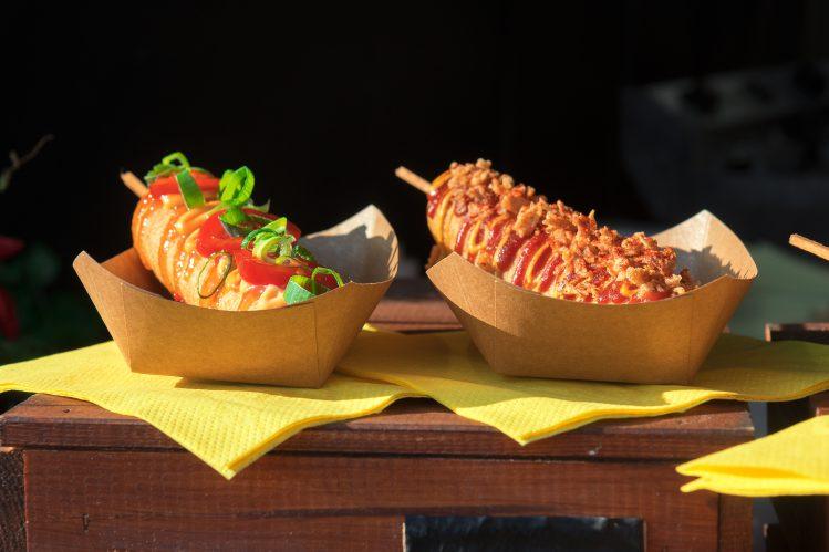 hot dogs street food marche naplavka prague activites