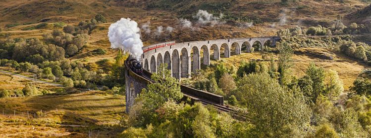 Viaduc de Glenfinnan, West Highland Line ©Colin & Linda McKie/Adobe Stock