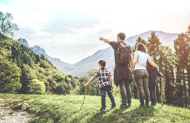 randonnée voyage famille montagne
