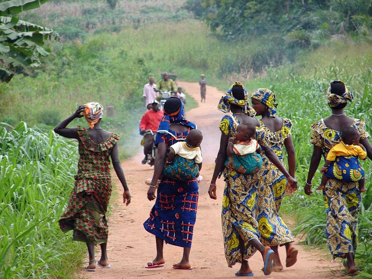 Afrique, femmes, tenues, tradition, livres